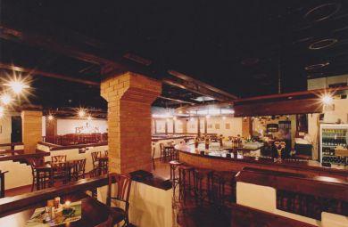 Interiéry Bastion music pub v Bratislave na Trnavskom mýte, rekonštrukcia suterénu pôvodnej tržnice na reštauráciu, investor: Stavmal s.r.o.