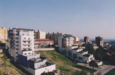 2002 - 2004 - Terasové bytové domy v Bratislave na Majerníkovej ulici, investor: INCORP s.r.o., invest. náklad :  3,5 mil. Euro