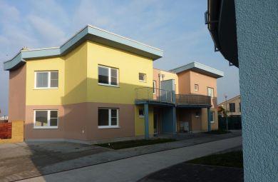 2007 - 2008 - Radová zástavba Rovinka-zelený dvor, investor: TDI kompleting s.r.o., investičný náklad  1,8 mil.Euro